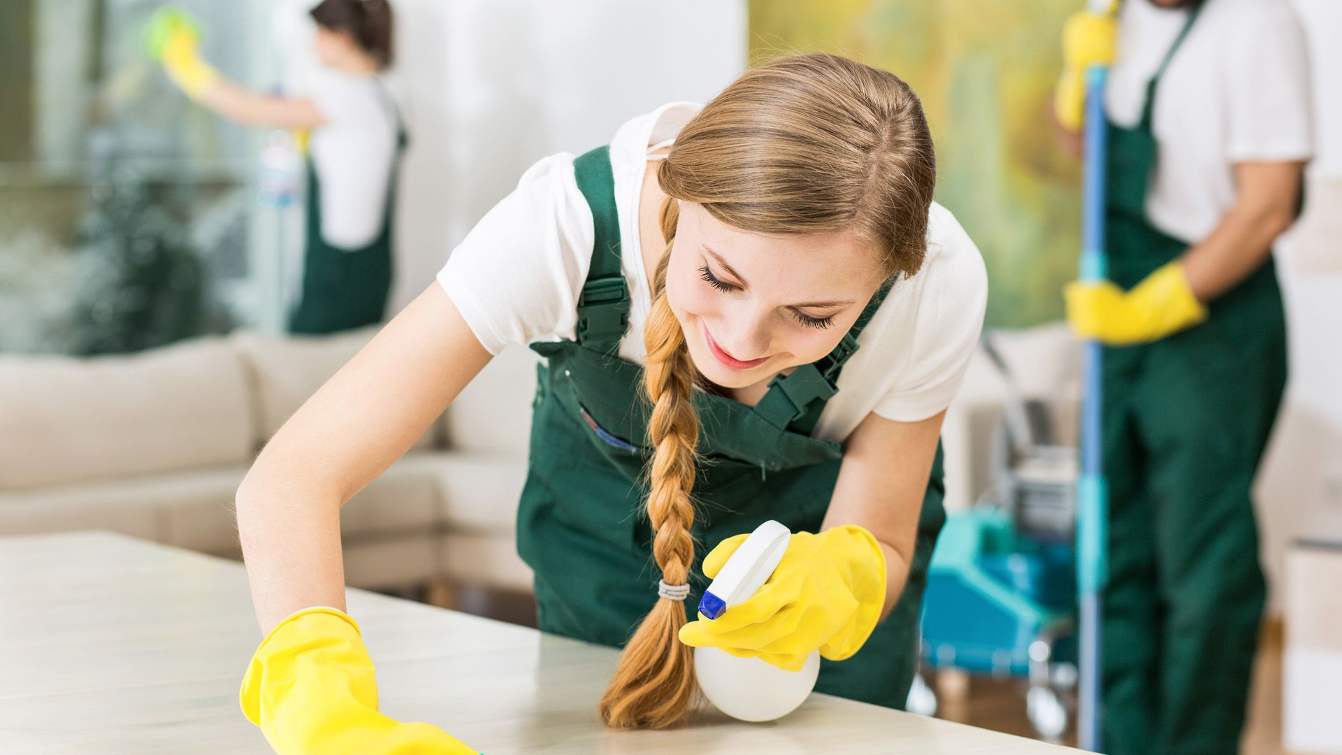 Is the cleaning company (entreprise de nettoyage) effective for maintaining the spaces?